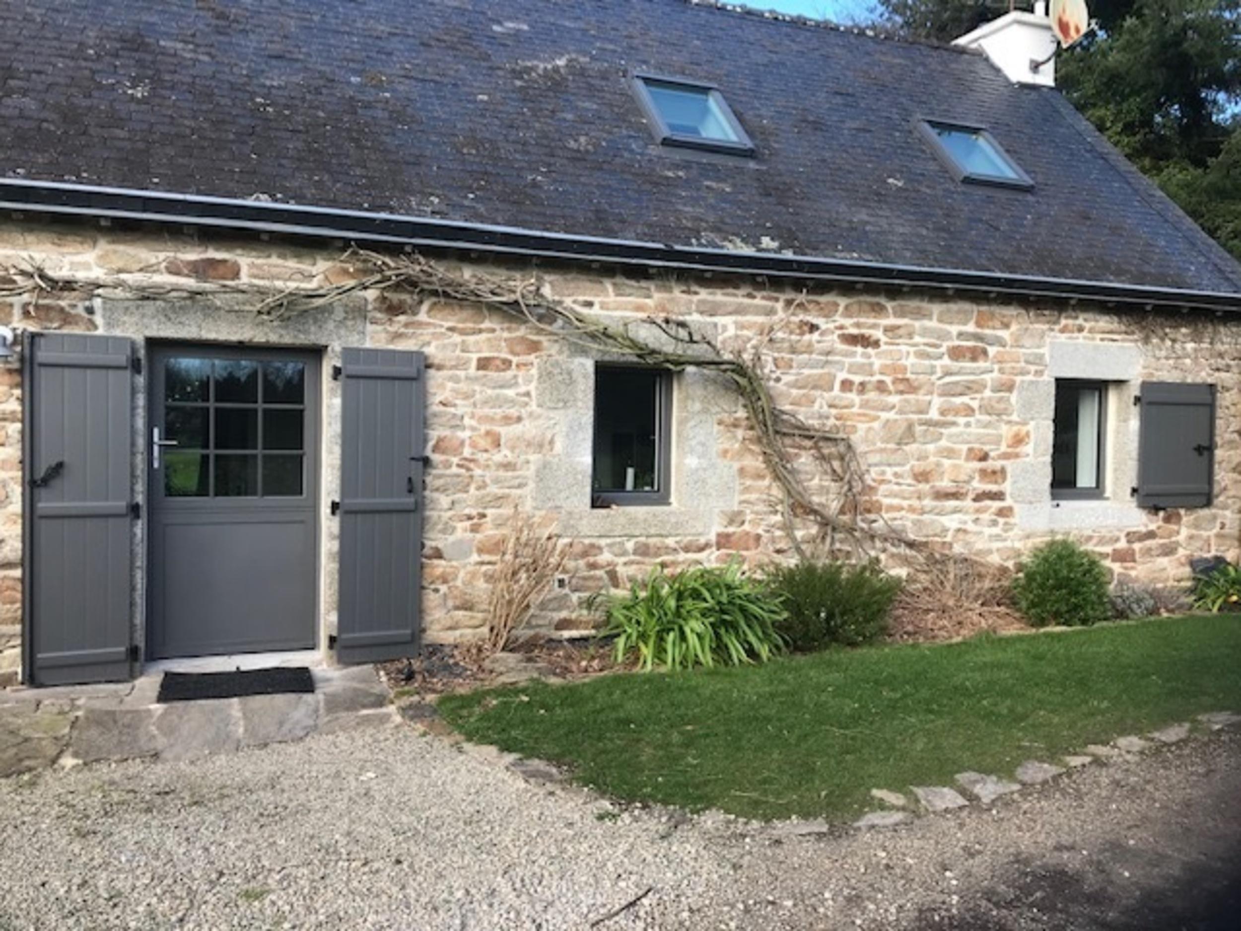 Rénovation porte entrée, fenêtres et volets - bois gris