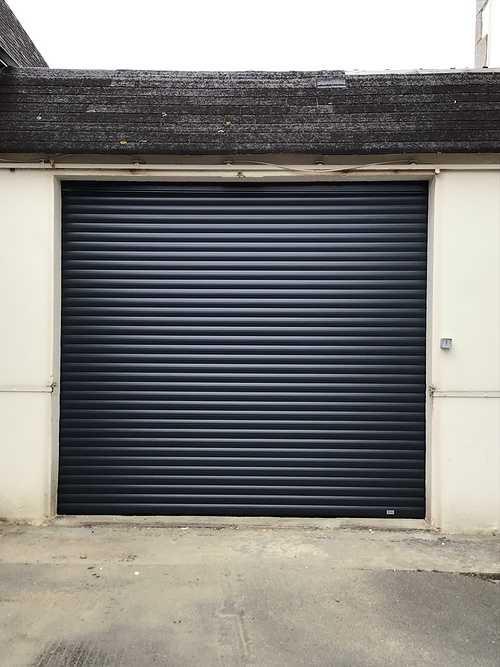 Pose porte de garage motorisée enroulable - Concarneau 0