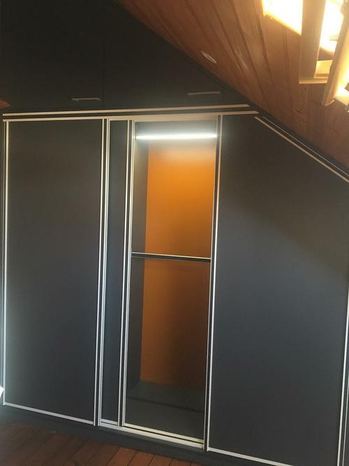 Conception et installation placard chambre - partiellement sous combles