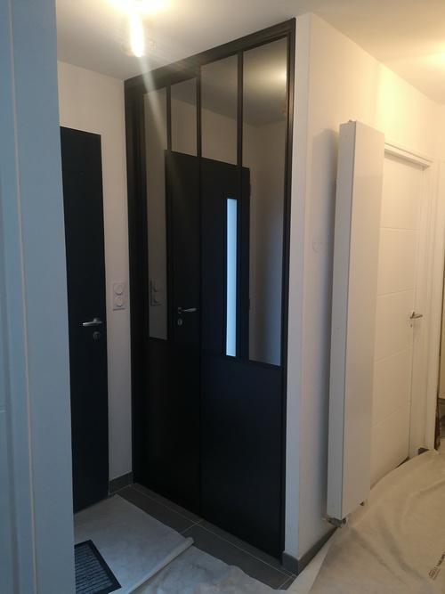Porte intérieure style verrière indus avec miroir