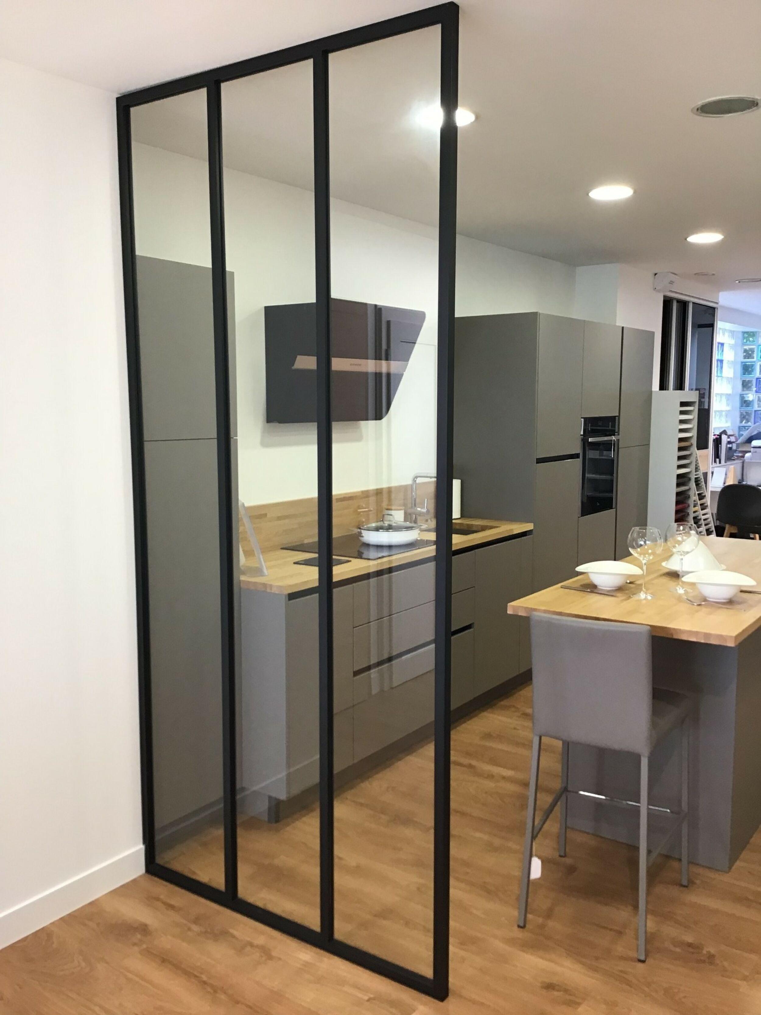 Verrière indu : cloison de séparation entre cuisine et entrée