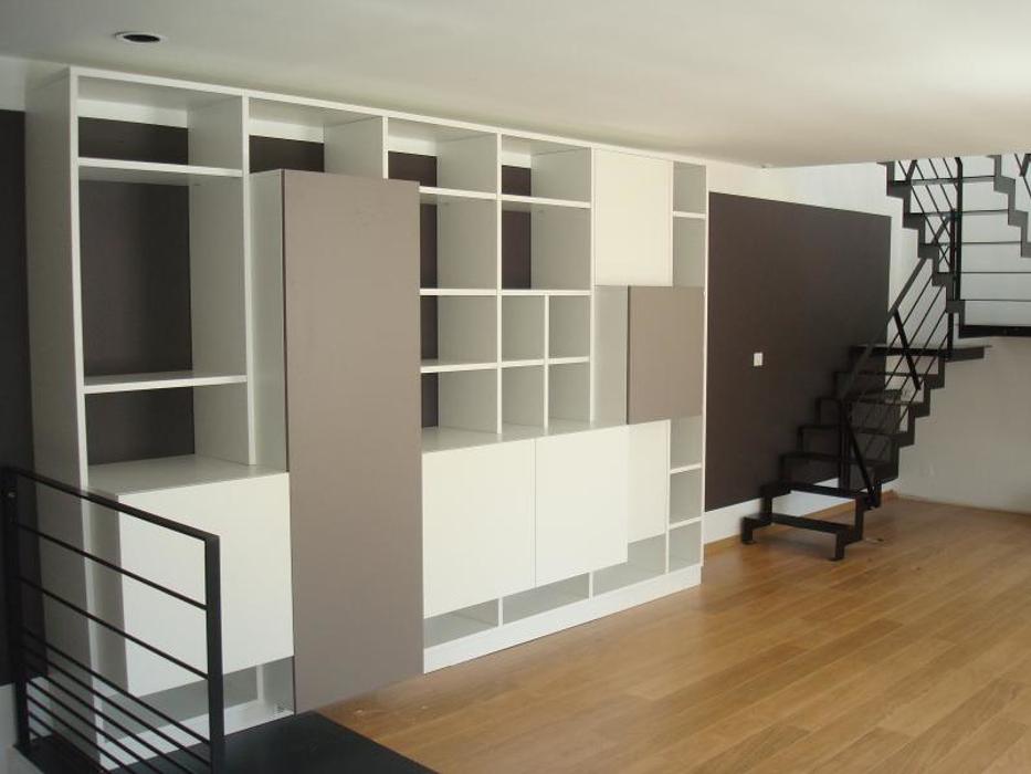 Aménagement placard - étagères mélaminé blanc dans salon 0
