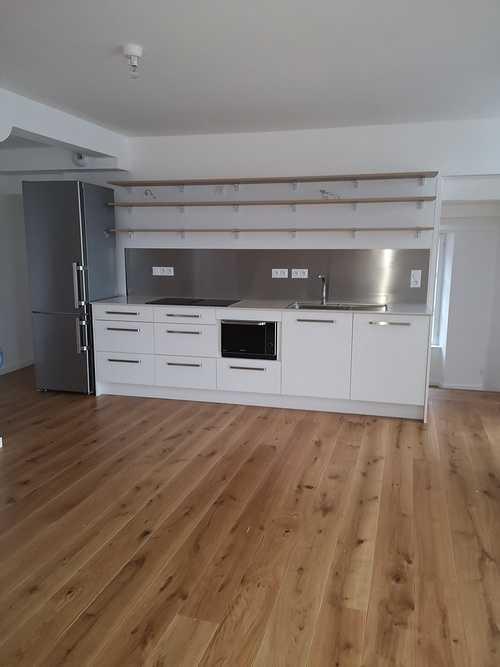 Pose parquet chêne clair dans une cuisine 0