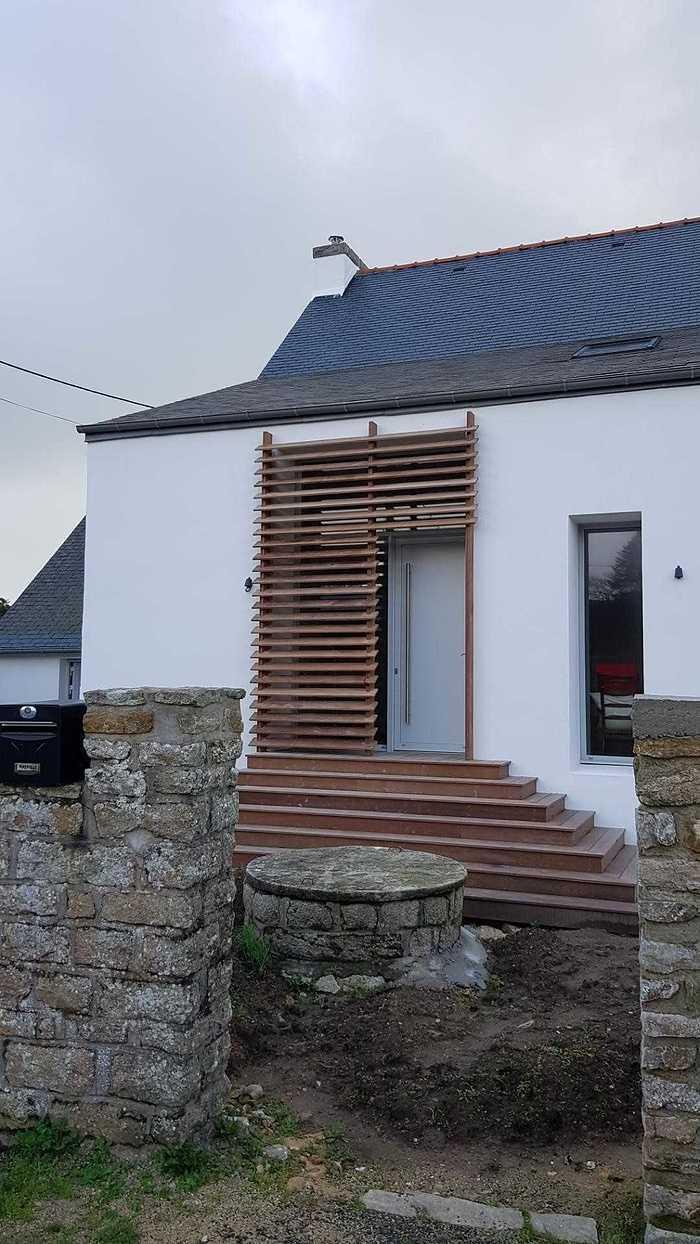 Brise-vue en bois pour une entrée 9